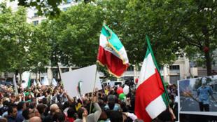 Manifestation de soutien au peuple iranien, place d'Iéna, à Paris, le 21 juin 2009.
