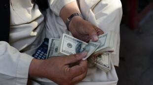 Le montant des fonds envoyés dans les pays à revenus faibles ou moyens devrait augmenter de 4,8% pour atteindre 450 milliards de dollars en 2017.