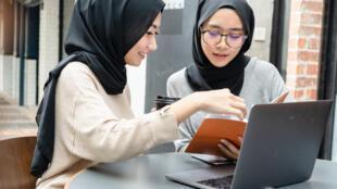 etudiantes-informatique-malaisie