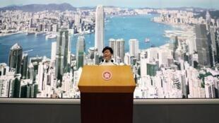 Lãnh đạo Hồng Kông Lâm Trịnh Nguyệt Nga (Carrie Lam) loan báo đình chỉ dự luật cho phép dẫn độ sang Trung Quốc trong cuộc họp báo ngày 15/06/2019.