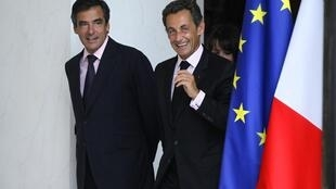 François Fillon (trái), lá chủ bài của tổng thống Sarkozy