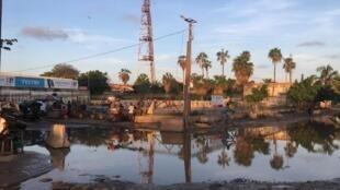 Une des rues commerçantes de Rufisque, toujours inondée 48h après le passage de la pluie.
