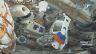 O robô cosmonauta russo Skybot F-850 a bordo da nava espacial Soyuz.
