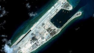 Đảo Đá Chữ Thập- Fiery Cross Reef- Trường Sa. Ảnh vệ tinh của Viện CSIS chụp được ngày 03/09/2015