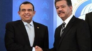 Le 20 janvier à Saint-Domingue, les présidents hondurien, Porfirio Lobo (à gauche), et dominicain, Leonel Fernandez, ont signé un accord bilatéral pour la «reconstruction nationale et de renforcement de la démocratie au Honduras».