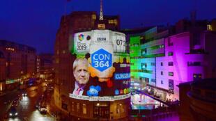 Kết quả bầu cử được công bố trên màn hình lớn ở Luân Đôn, Anh Quốc, ngày 13/12/2019.