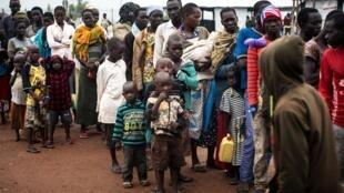 Wasu 'yan kasar Sudan ta Kudu da tashin hankali ya raba da muhallansu, a sansanin 'yan gudun hijira da ke yankin Arua District, a arewacin kasar Uganda. 12 ga watan Agusta, 2017.