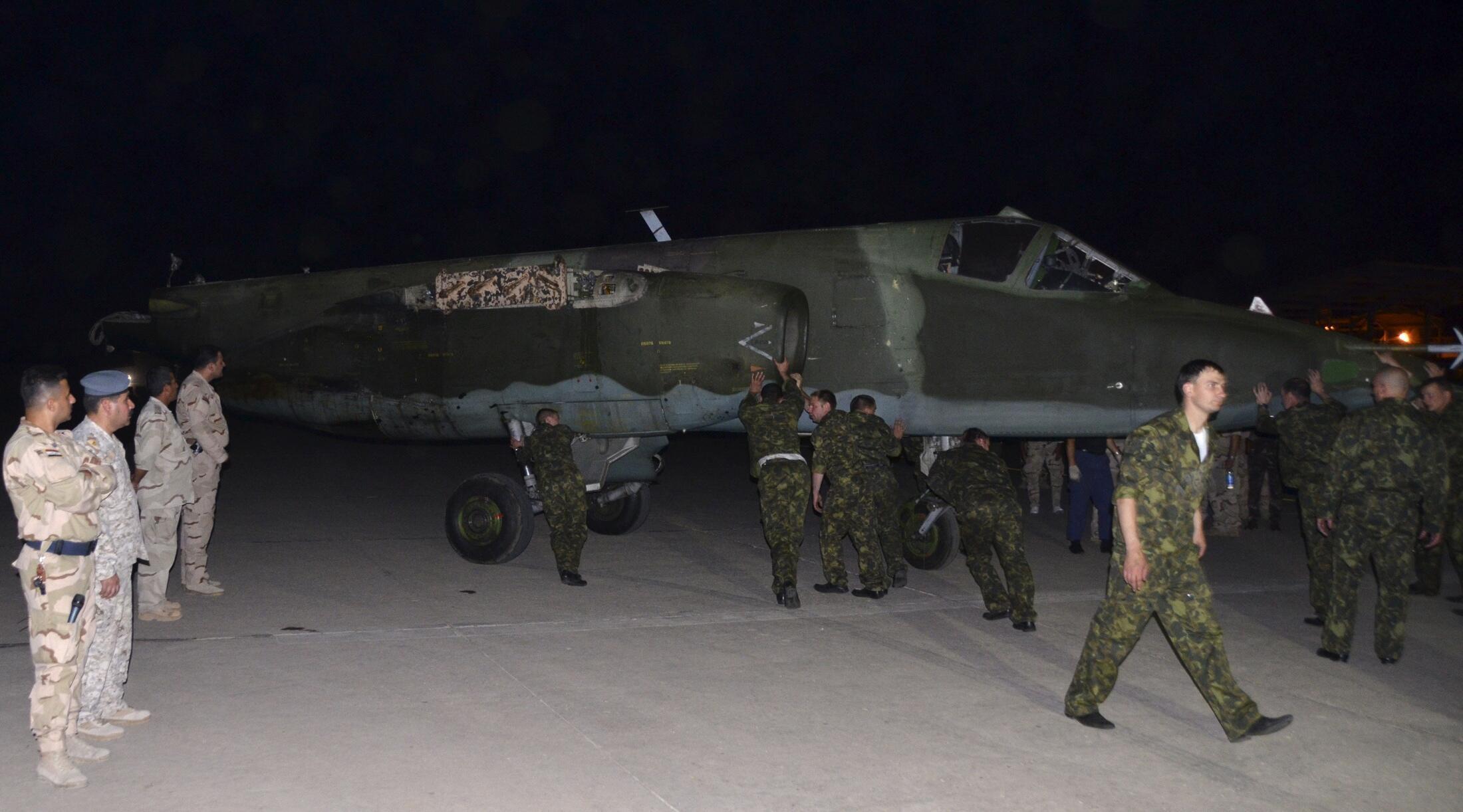 Dakarun Rasha suna tura jirgin Yakin kasar Sukhoi SU-25 a lokacin da ya isa sansanin Sojin Iraqi a al muthanna