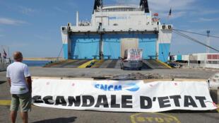 Une vue sur l'arrière du Kalliste, qui appartient à la compagnie La Meridionale. Des employés de la SNCM ont bloqué son accès pendant une semaine avant de le rendre libre à nouveau, le 9 juillet.