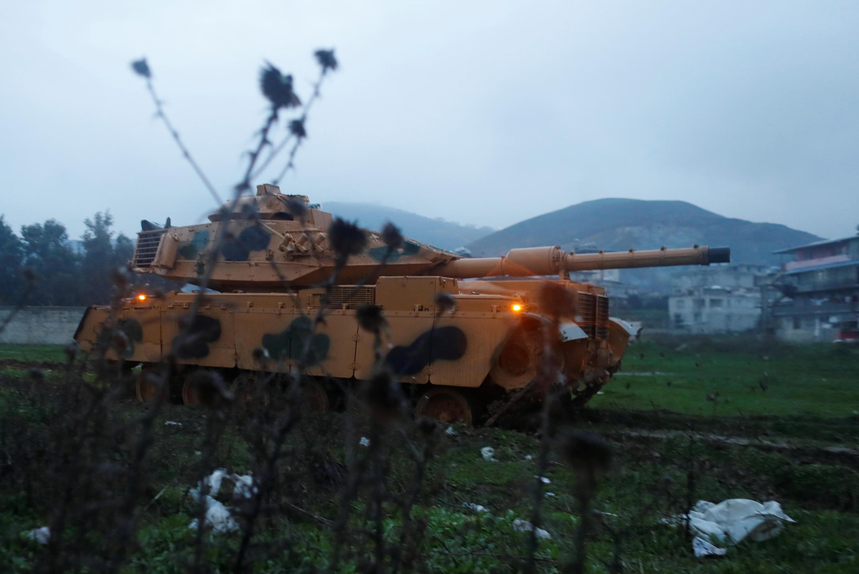Un tanque militar turco en una base militar en la frontera turco-siria en la provincia de Hatay, Turquía, el 17 de enero de 2018.