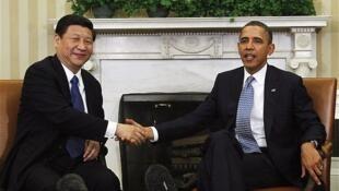 Chủ tich Trung Quốc Tập Cận Bình (T) và tổng thống Mỹ Barack Obama tại California. (Ảnh ngày 07/06/2013)