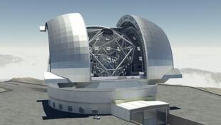 El Telescopio Extremadamente Grande (ELT por su nombre en inglés, Extremely Large Telescope).