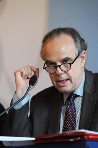 Le ministre français de la Culture Frédéric Mitterrand lors de la conférence annonçant la création de l'Institut français le 21 juillet 2010.