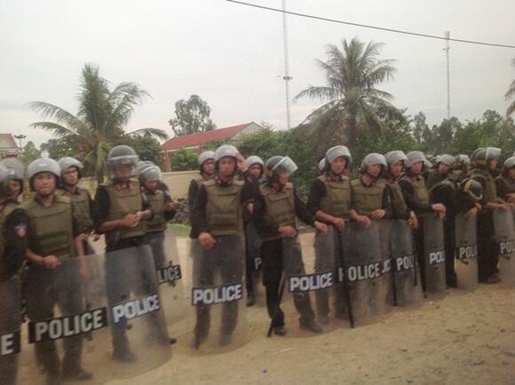 Lực lượng công an được huy động để đàn áp giáo dân Mỹ Yên ngày 05/09/2013