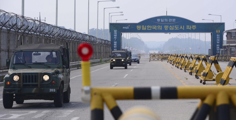Мост на границе Северной и Южной Кореи по дороге к совместной промзоне Кэсон 7 июня 2013,