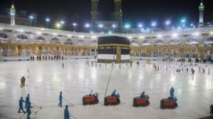 La zone autour de la Kaaba est préparée pour accueillir les pèlerins, lundi 27 juillet.