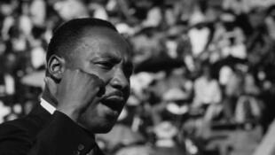 Martin Luther King à Chicago, en plein discours pour les droits civiques, le 21 juin 1964.