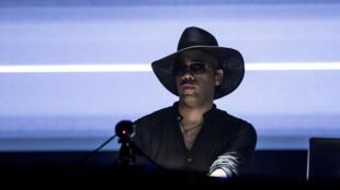 Le DJ Carl Craig en train de mixer au festival Sonar 2017. Il a sorti son album « Versus » et continue sa tournée en Europe cet été.