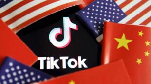 短视频软件TikTok与美中两国国旗示意图