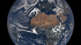 La Terre telle que photographiée par EPIC le 21 avril 2018. Promesses et climat.