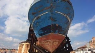 L'installation « Barca Nostra » est « une invitation au silence », selon les organisateurs de la Biennale de Venise.
