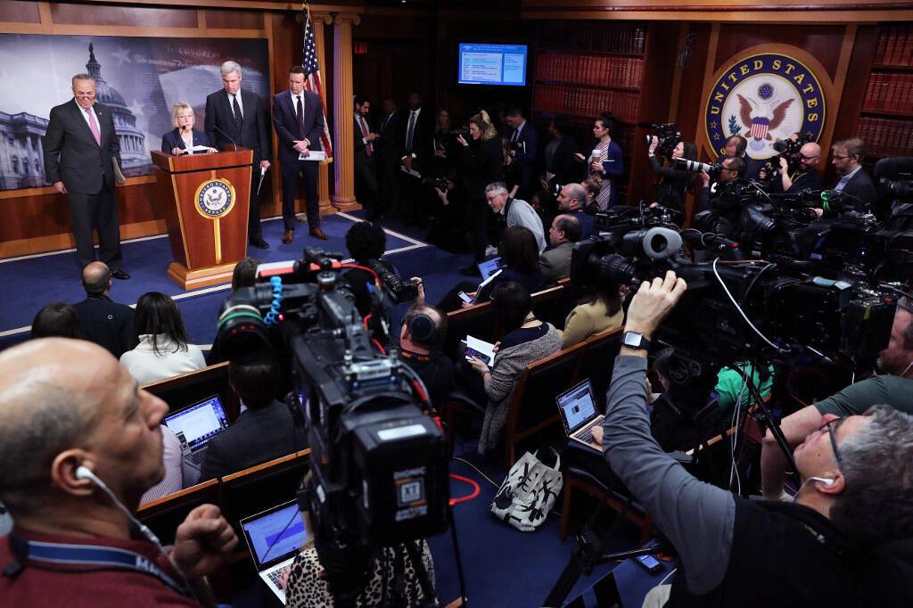 کنفرانس خبری سناتورهای دموکرات در کنگره آمریکا، در مورد دادگاه استیضاح دونالد ترامپ. چهارشنبه ٢ بهمن/ ٢٢ ژانویه ٢٠٢٠
