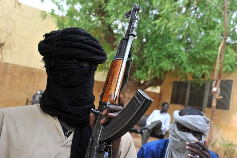 Deux islamistes du Mujao qui occupe la ville de Gao, dans le nord du Mali, le 16 juillet 2012.