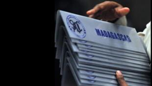 21 juin 2009. Johannesburg. Sommet extraordinaire de la Communauté de développement de l'Afrique australe (SADC) sur la crise malgache. Madagascar est suspendu des activités de la SADC depuis mars 2009.