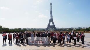 Rassemblement des professionnels du tourisme au Trocadéro à Paris, à l'appel de la FMITEC, la Fédération des Métiers Intermittents Tourisme Evénementiel Culture. le 22 juin 2020.