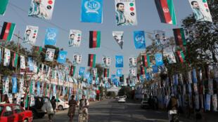 Malgré les violences et l'impréparation, l'Afghanistan votera samedi 20 octobre pour élire ses députés, sauf dans la province de Kandahar où les élections sont repoussées d'une semaine. .
