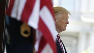 Tổng thống Mỹ Donald Trump đợi đón đồng nhiệm Thổ Nhĩ Kỳ Recep Erdogan, Nhà Trắng, Washington, 16/05/2017
