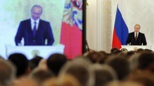 Moscou, le 18 mars 2014. Vladimir Poutine multiplie les annonces, devant le Parlement et la presse, pour défendre le rattachement de la Crimée à la Russie.