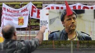 Manifestantes protestan contra el presidente del Consejo, Matteo Renzi.