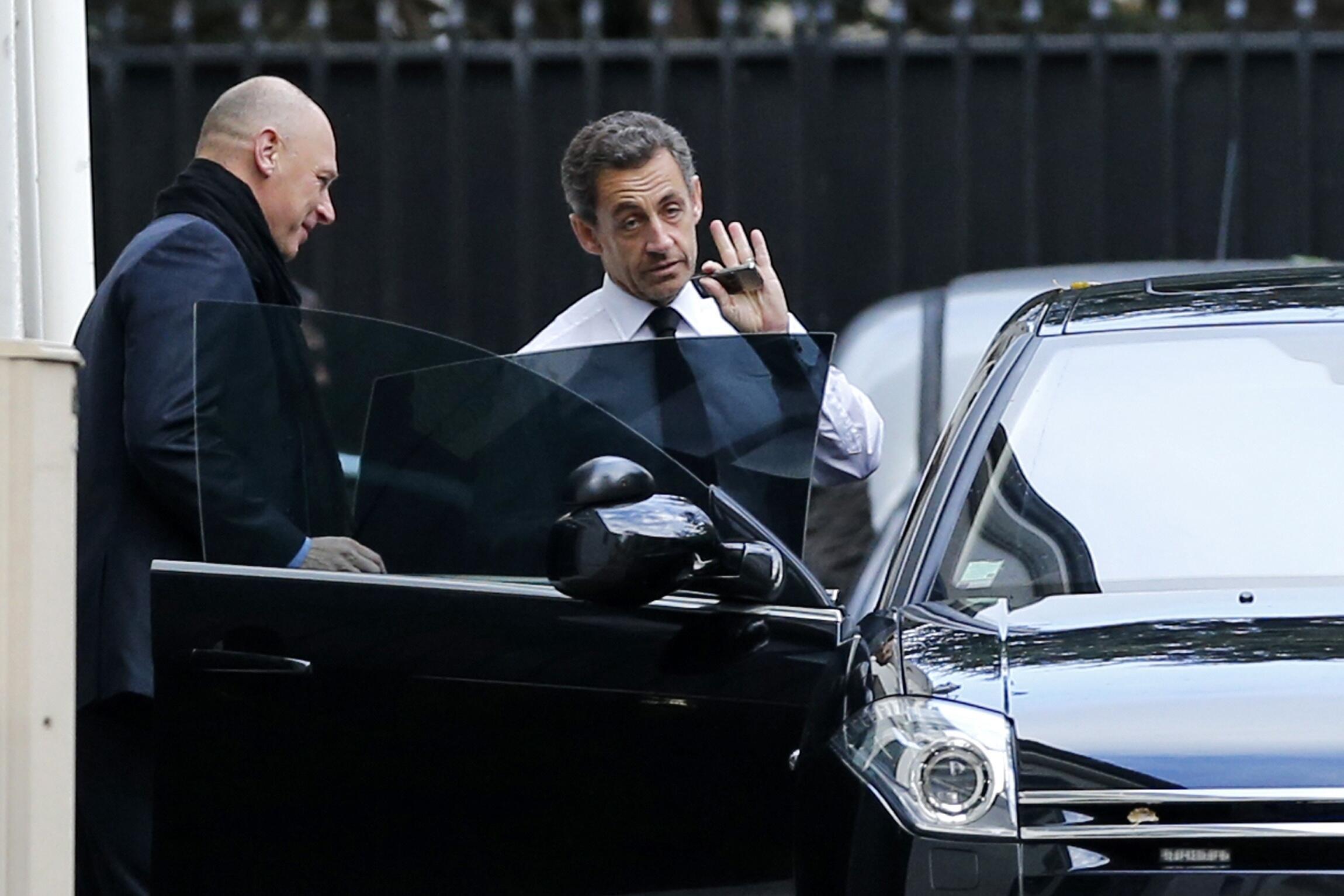 "Đến lượt Nicolas Sarkozy phải ""ra tay""."