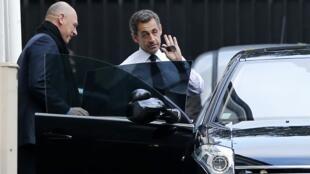 O ex-presidente Nicolas Sarkozy foi chamado pelos partidários para apagar o incêndio na UMP.