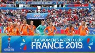 Les joueuses des Pays-Bas, abattues après leur défaite en finale de la Coupe du monde 2019.