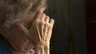 بیش از ۳۰ درصد از جمعیت ایران در ۴۰ سال آینده سالمند خواﻫد بود و سالمند آزاری در ایران بسیار افزایش یافته است.
