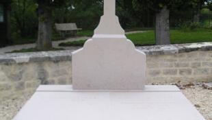 O túmulo do general Charles de Gaulle, em Colombey-les-deux-eglises