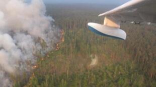 Aviões foram enviados para ajudar na luta contra incêndios florestais na Sibéria.