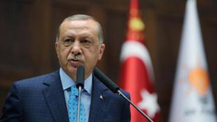 رجب طیب اردوغان، رئیس جمهوری ترکیه، در جریان نشست پارلمان در آنکارا. سهشنبه ٢ مرداد/ ٢٤ ژوئیه ٢٠۱٨
