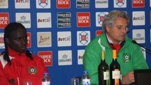 Luís Norton de Matos, na direita, treinador da selecção da Guiné-Bissau