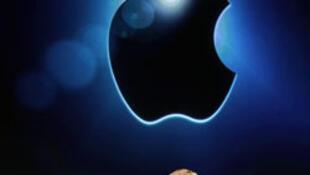 Logo de Apple en la sede de la empresa, en Cupertino, California.