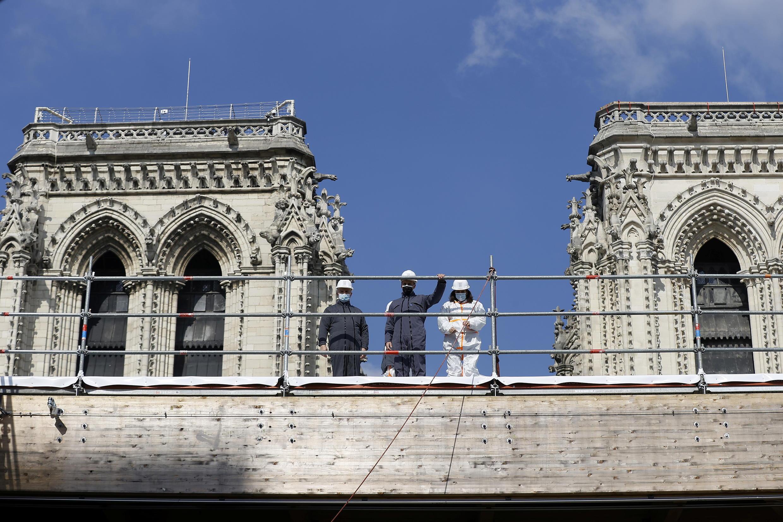 Presidente Macron optimista sobre finalizaçao da reconstruçao da Cadetral de Paris
