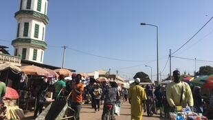 Kwa upande wa wanaharakati wa mabadiliko nchini Gambia, uchaguzi nchini Kenya ni ishara kwamba siasa imeanza kubadilika barani Afrika (picha: soko la Serrekunda mjini Banjul).