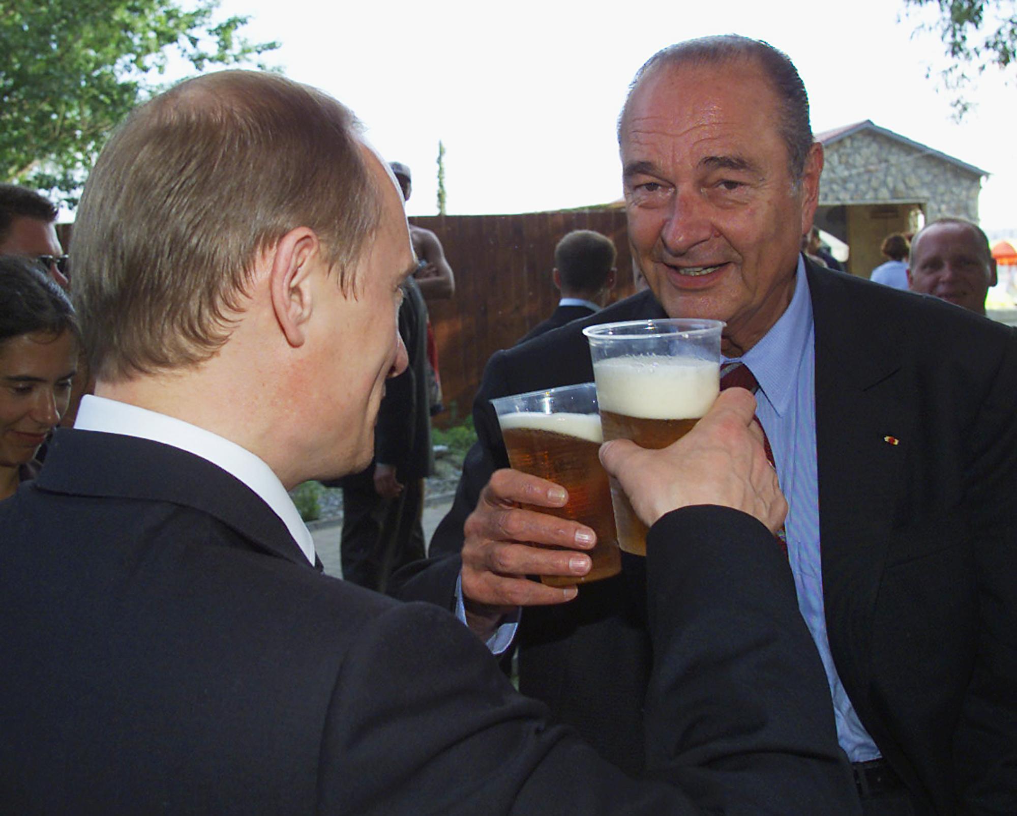 Жак Ширак и Владимир Путин во время прогулки по Санкт-Петербургу, июль 2001 года.