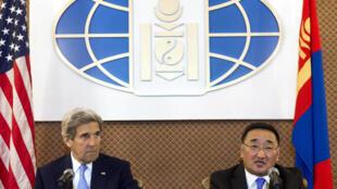 美国国务卿克里和蒙古外长普日布苏伦