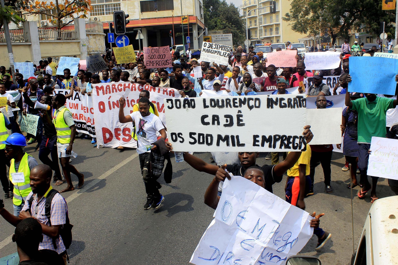 Manifestantes durante a marcha contra o desemprego em Luanda.24  de Agosto 2019