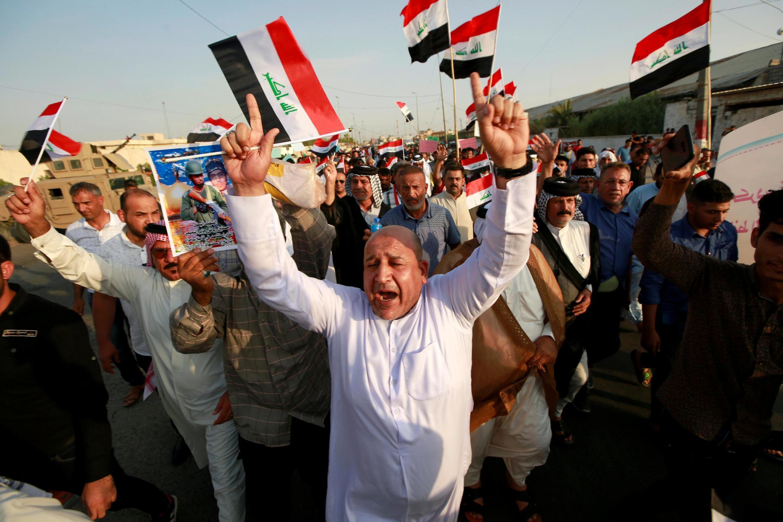 Des Irakiens manifestent contre le manque des services de base et la mauvaise gestion du gouvernement central, à Bassora, le 19 juillet 2019.