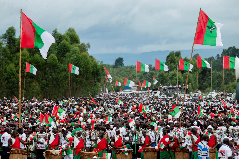 Les partisans du parti au pouvoir au Burundi (CNDD-FDD) réunis au stade Bugendana pour soutenir leur candidat à la présidentielle, Evariste Ndayishimiye, le 27 avril 2020 à Gitega (image d'illustration).