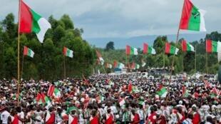 Les partisans du parti au pouvoir au Burundi (CNDD-FDD) réunis au stade Bugendana pour soutenir leur candidat à la présidentielle, Evariste Ndayishimiye, le 27 avril 2020 à Gitega. (Image d'illustration)